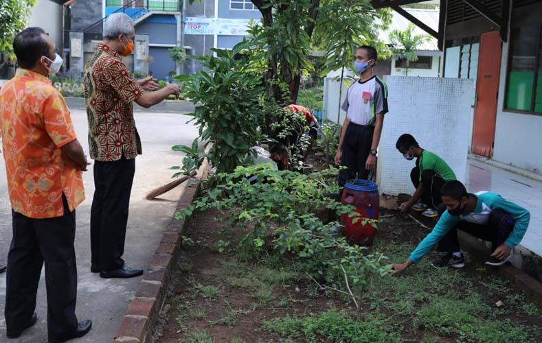 Jelang Pembelajaran Tatap Muka, Ganjar Cek SOP Protokol Kesehatan SMK Negeri Jateng