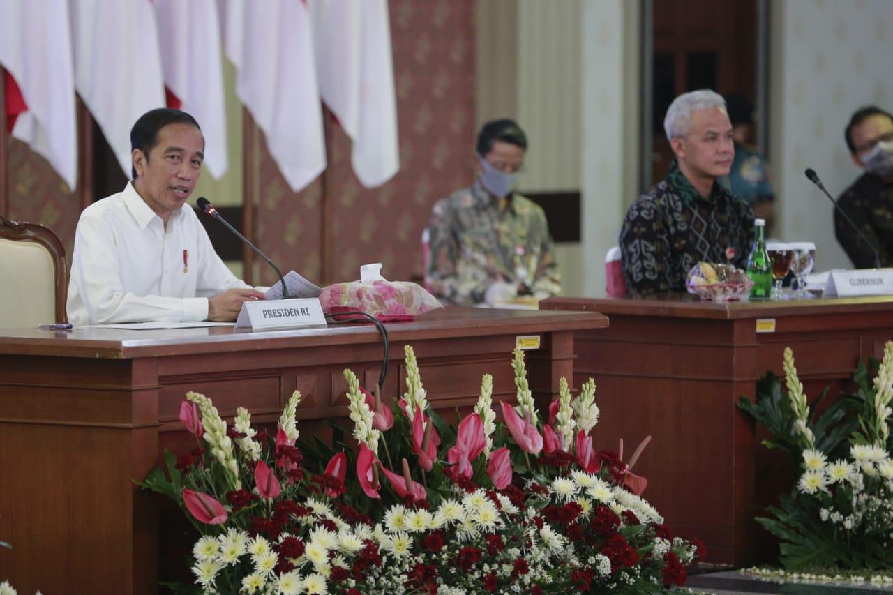 Jokowi ke Jateng, Ganjar Pranowo Lapor 3 Zona Merah Corona